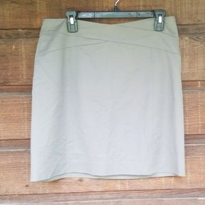 2/$14 Banana Republic size 10 Gray Skirt